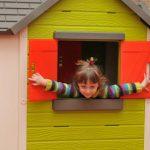 Zabawa w domku dla lalek w sali Jeżyk, sala zabaw Jeżyk